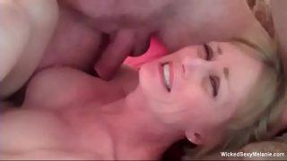 Foarte fericita ca a avut parte de un orgasm cu prietenul ei