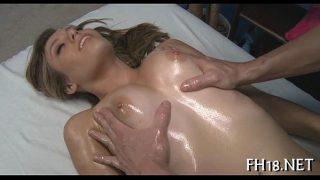 Are sanse foarte mari sa futa pe aceasta femeie daca ii ofera un masaj de relaxare