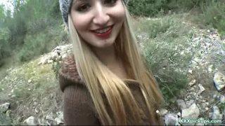 Conflict de interese la pasarica acestei tinere blonde ce este perfecta